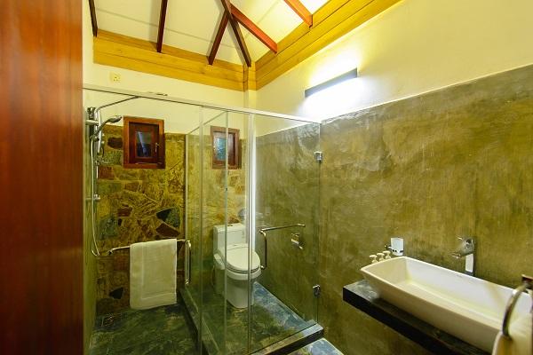 カルナカララのレストルームは最新のもの。清潔でウォシュレットも全室完備