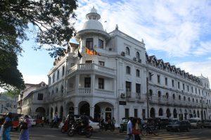 仏陀の歯が安置されたスリランカを代表する仏教寺院であるキャンディ