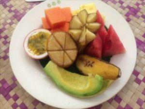 フルーツも種類が多い。日本ではお目にかからない珍しい果物も