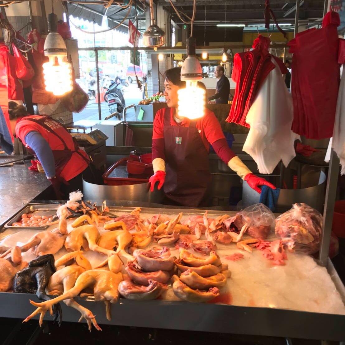 重慶市場での朝食