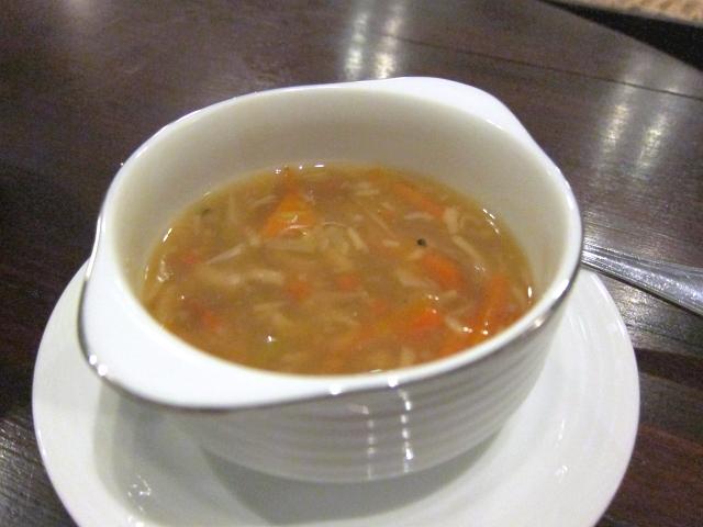 胃に負担をかけないお夜食が。野菜たっぷりのスープ。