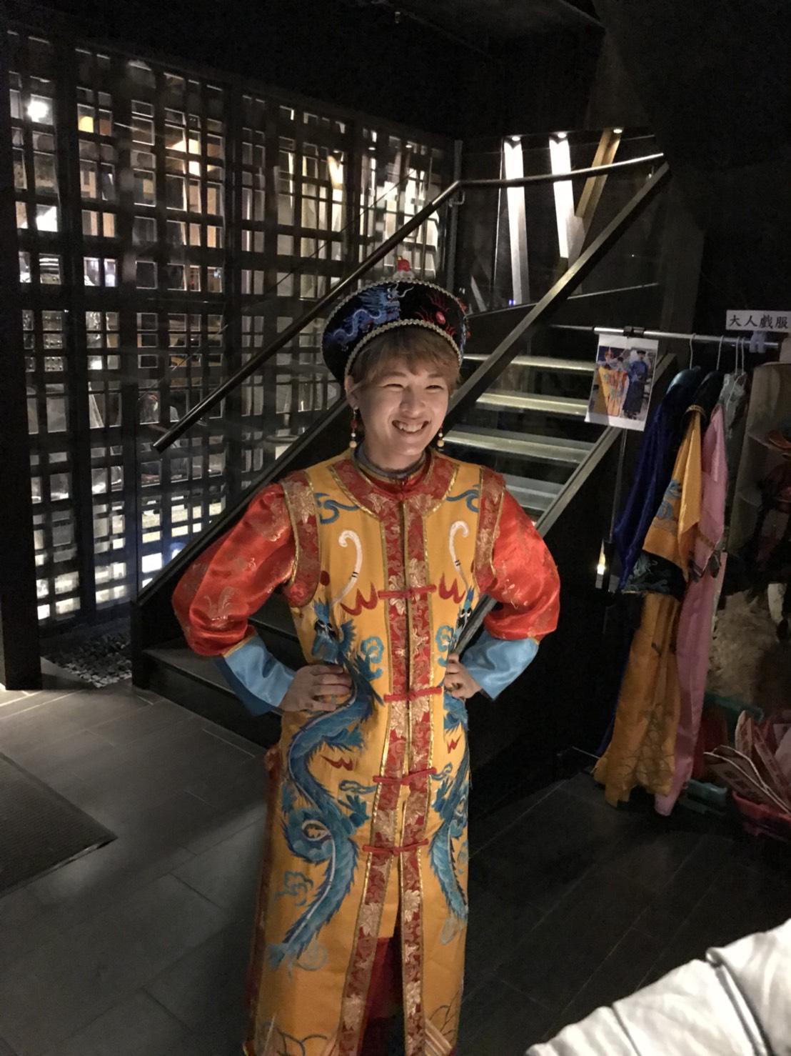 もんちゃん誕生日で王様衣装でコスプレ