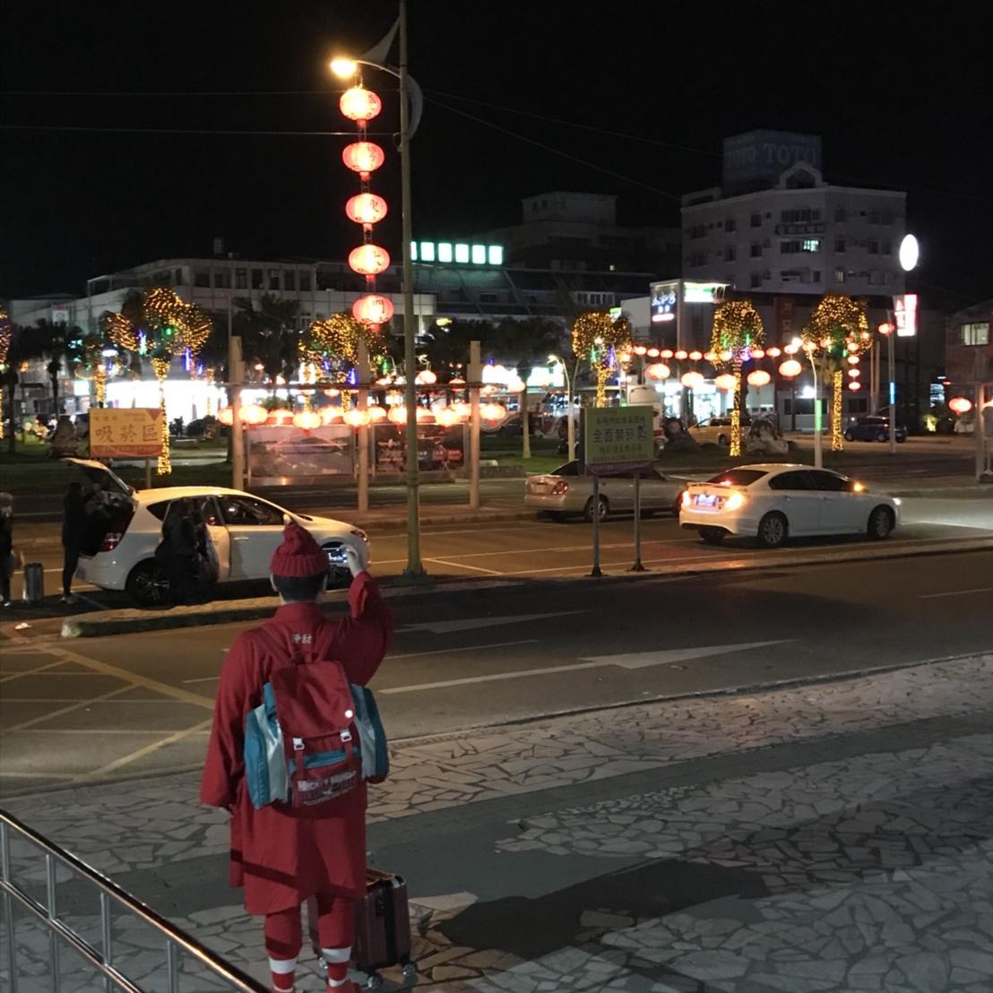 台湾花蓮の有名な夜市が見えてきた